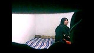 شرموطة متجوزة تروح لجارها الشاب ينيكها على الارض أنبوب الجنس العربي