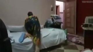 أم عمرو شرموطة دار السلام ترتب سرير النيك سكس عرب فيديو سكس