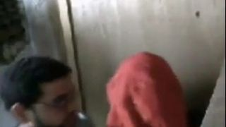 يزنق عشيقتة فى المحل و ينيكها و يقفش فيها سكس عرب فيديو سكس